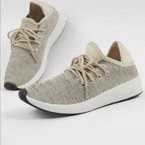 NWT Madden sneakers